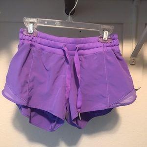 lululemon ORIGINAL Hotty Hot shorts Sz 4
